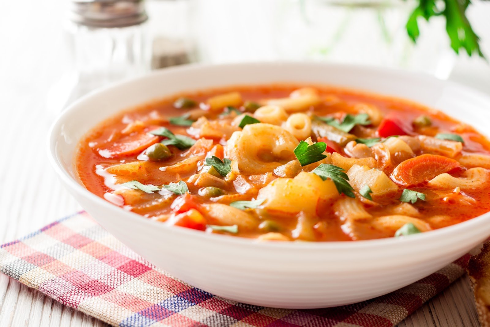 ibs diet: Italian minestrone soup in a bowl