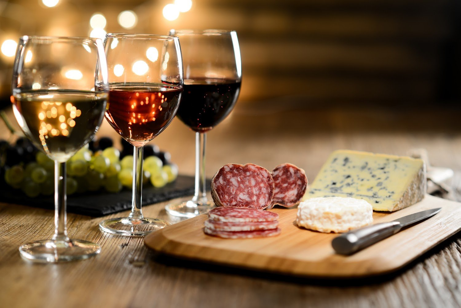 Low Histamine Diet: Three glasses of wine with cheese on a table