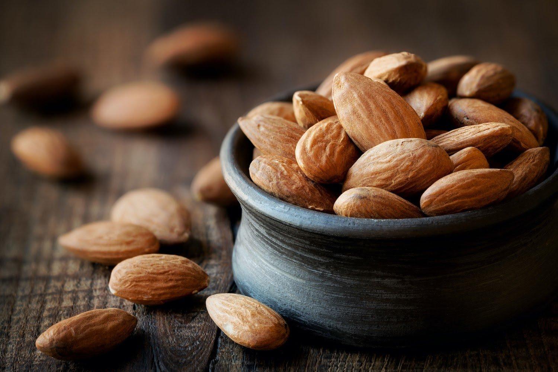 Low FODMAP snacks: Bowl of almonds