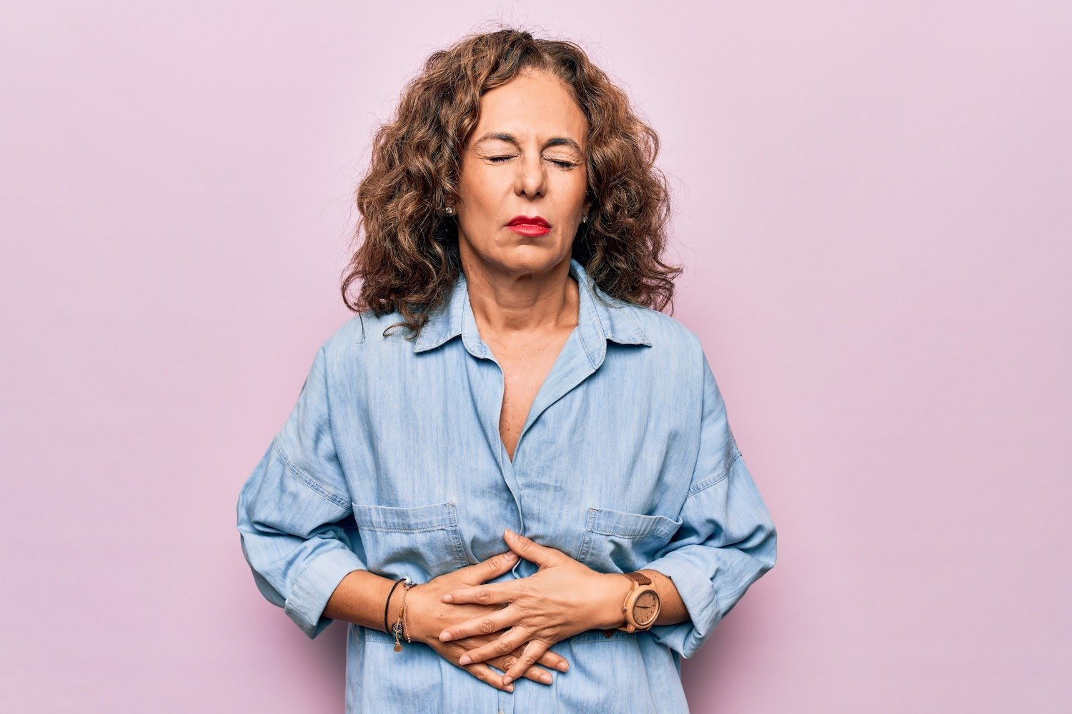 Digestive enzymes for IBS: Middle aged woman with stomach pain