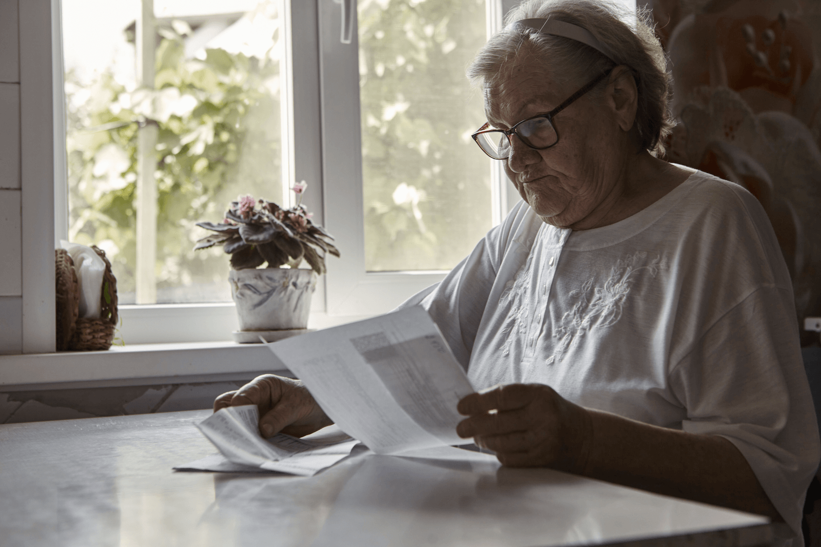 early signs of dementia checklist: Woman holding and reading some paperworks