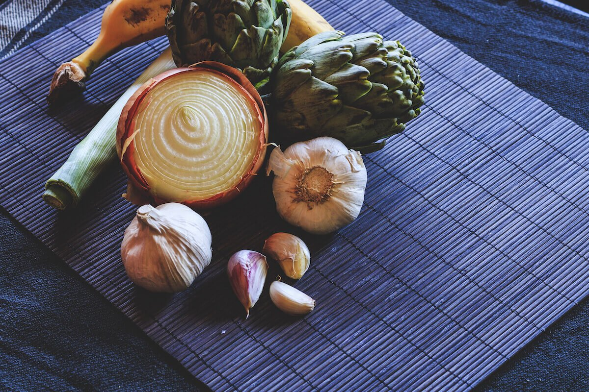 Best prebiotic supplement: vegetables on a placemat